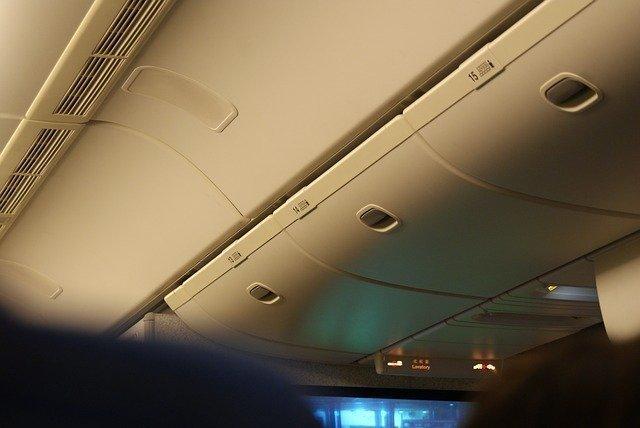 airplane-2701140_640.jpg