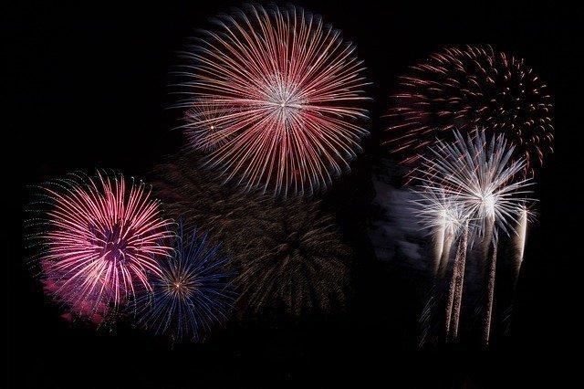 fireworks-879461_640.jpg